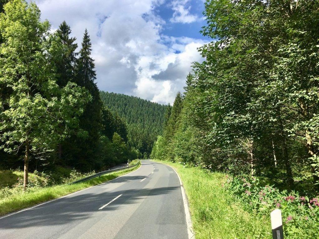 Gut zu fahrende Straßen und Radwege gibt es im Harz