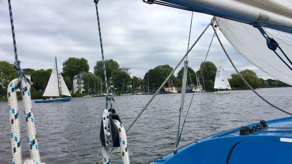Segeln auf der Alster in Hamburg