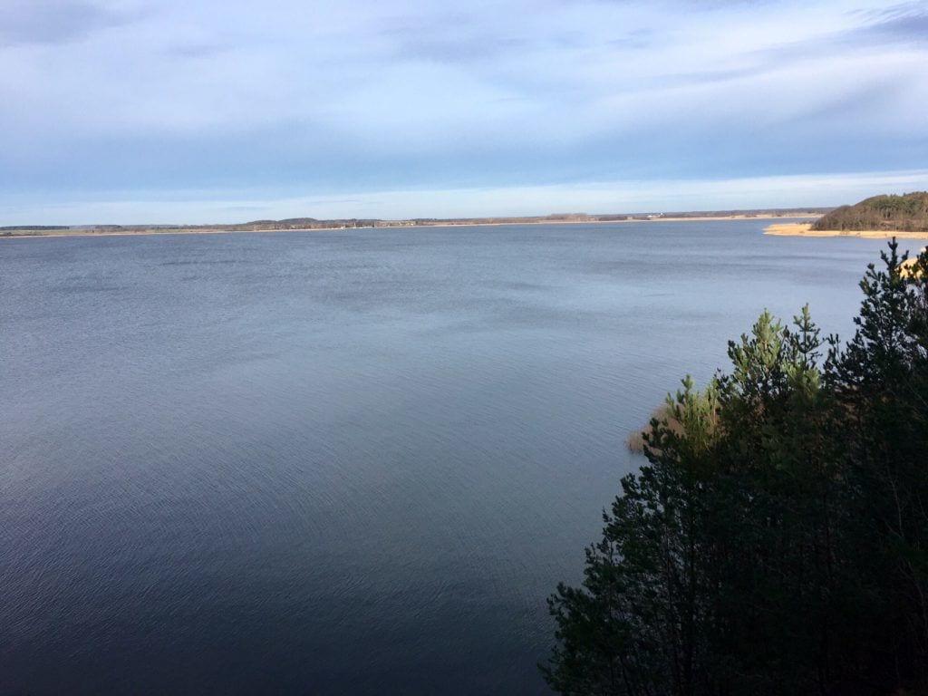 Blick von der Steilküste der Halbinsel Gnitz auf Usedom in Richtung Krummin