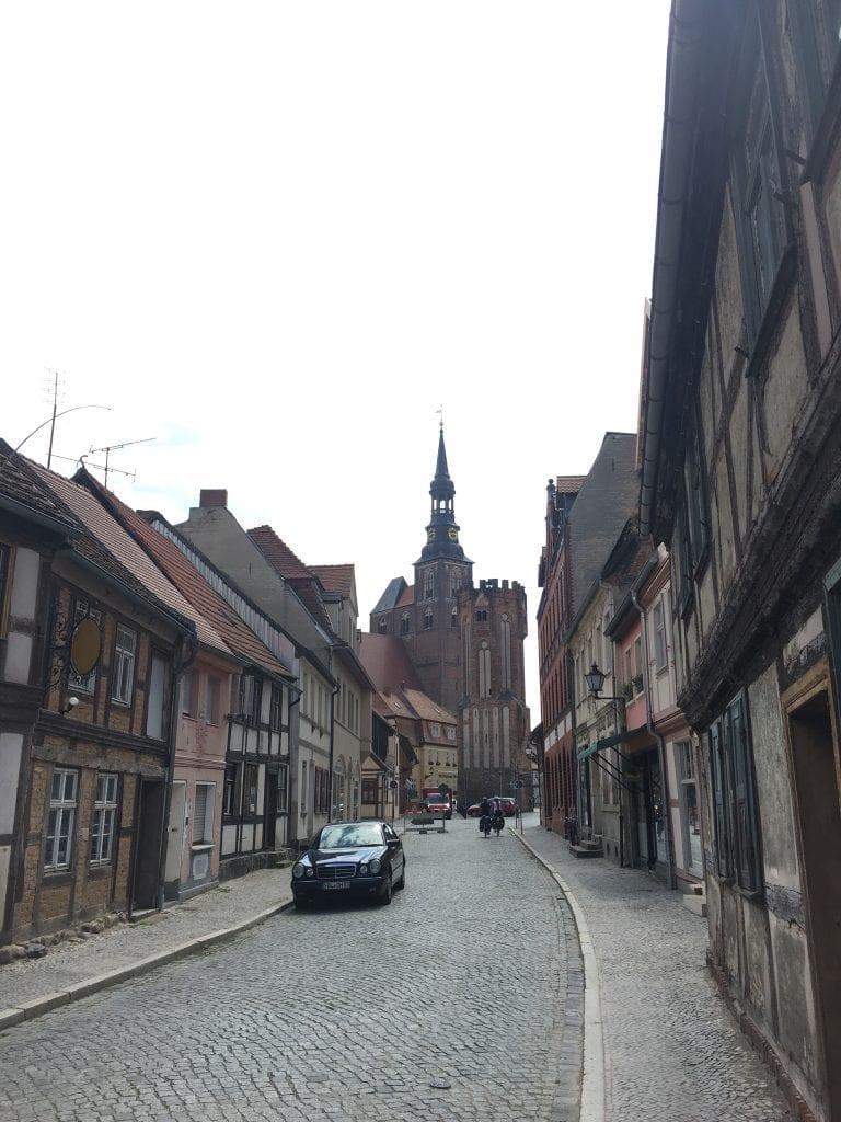 Eulenturm und Salzkirche in Tangermünde, ohne Mercedes wären wir im Mittelalter ;)
