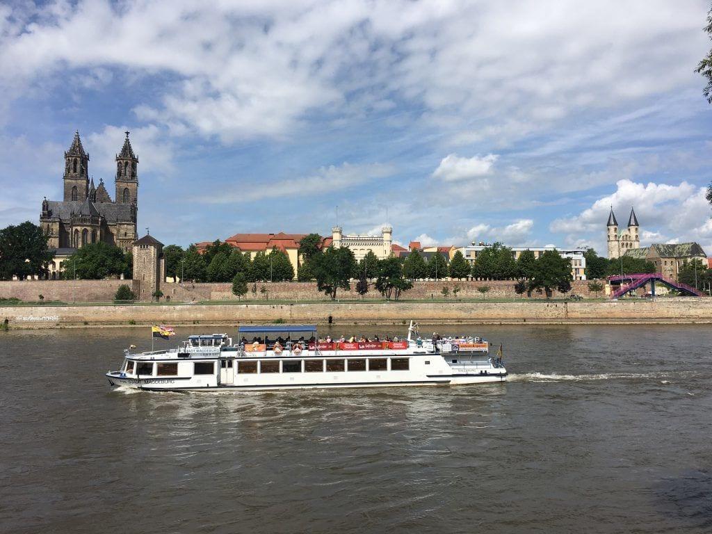 Blick auf den Magdeburger Dom und die Elbe