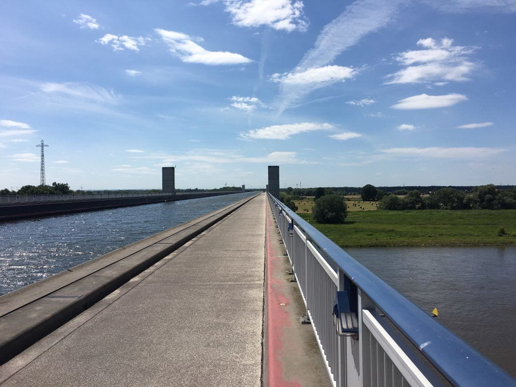 Oben Mittellandkanal, unten Elbe - Das Wasserstraßenkreuz Magdeburg/Hohenwarthe
