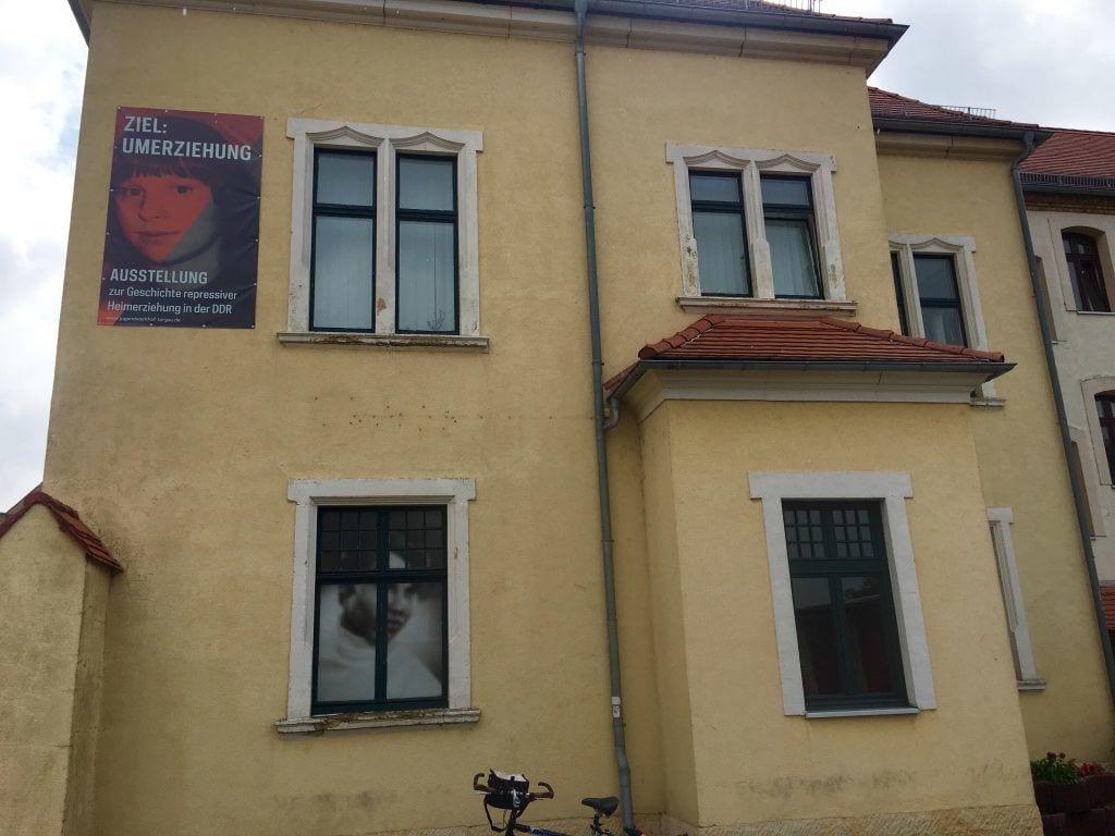 An der Gedenkstätte des ehemaligen Jugendwerkhofs Torgau