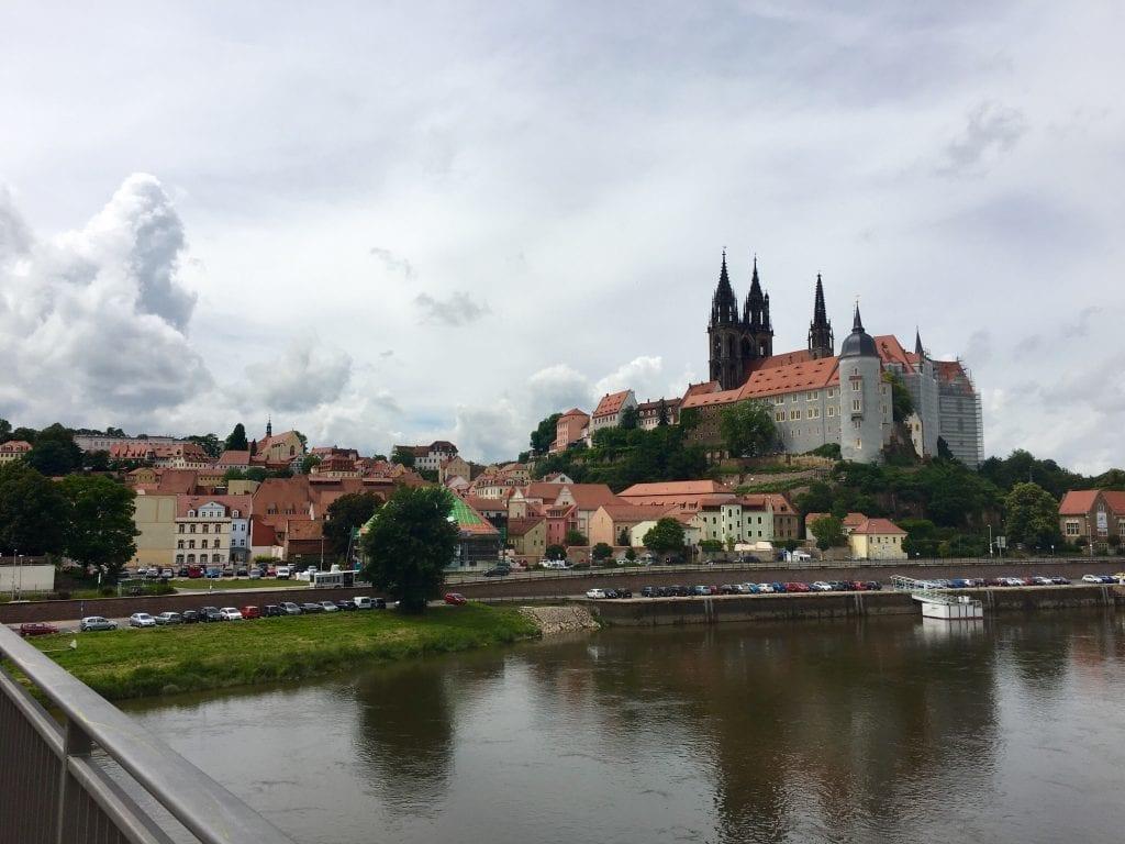 Blick auf Meißen und die prächtige Albrechtsburg - Fahrradtour von Riesa über Meißen nach Dresden