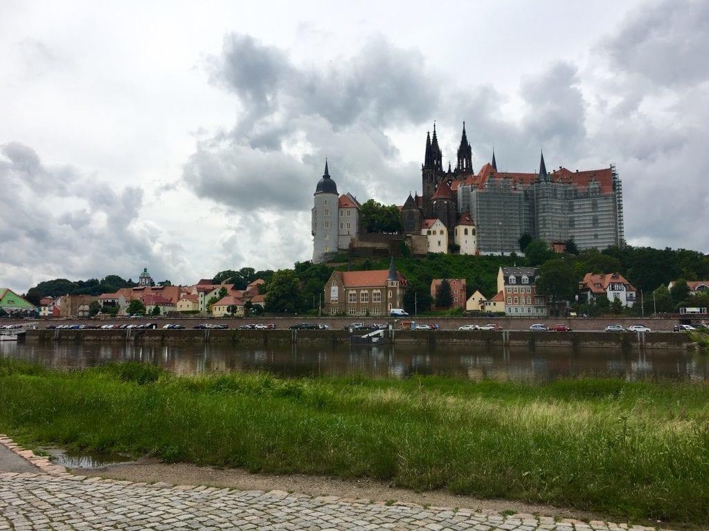 Blick auf Meißen und die prächtige Albrechtsburg - Fahrradtour von Riesa über Meißen nach Dresden - Fahrradtour von Riesa über Meißen nach Dresden