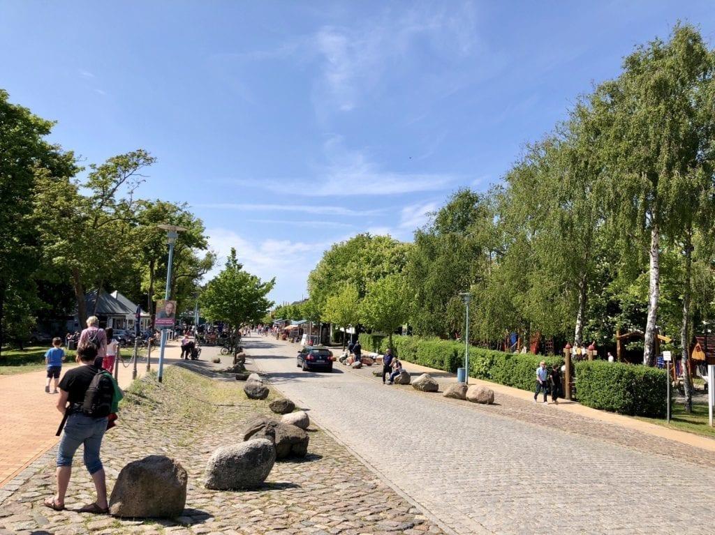 Die Strandstraße in Wustrow an der Ostsee