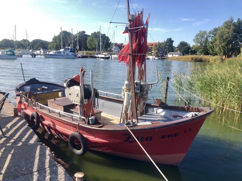 Fischerboot im Hafen von Ziemitz auf Usedom