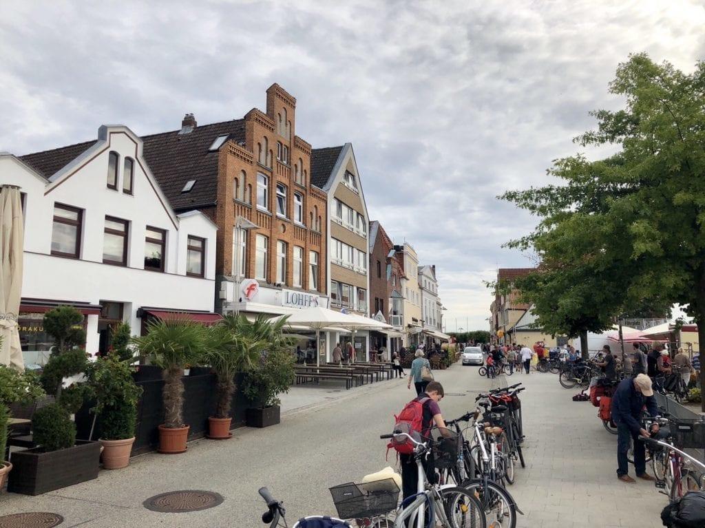 Auf der Travepromenade in Travemünde