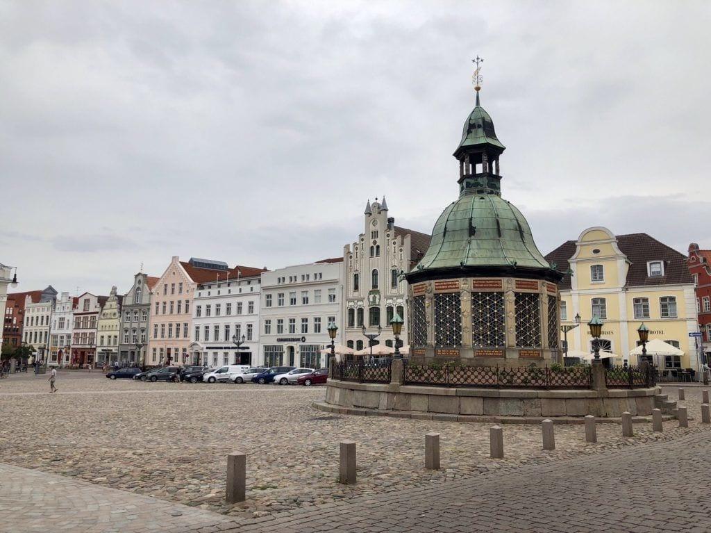 Wasserkunst auf dem Marktplatz von Wismar