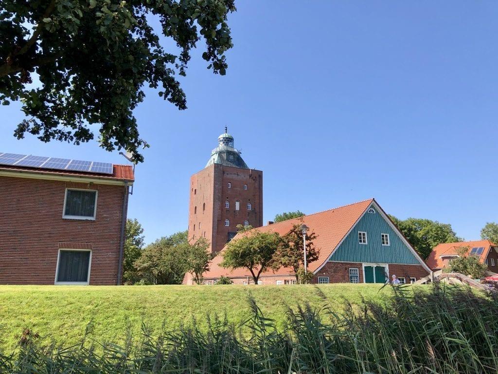 Der Leuchtturm und die alte Staatsscheune auf Neuwerk
