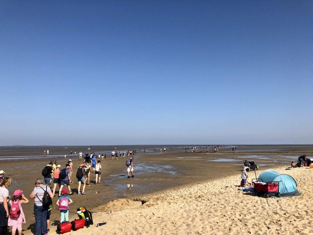 Start der Wattwanderung nach Neuwerk am Strand von Cuxhaven-Sahlenburg