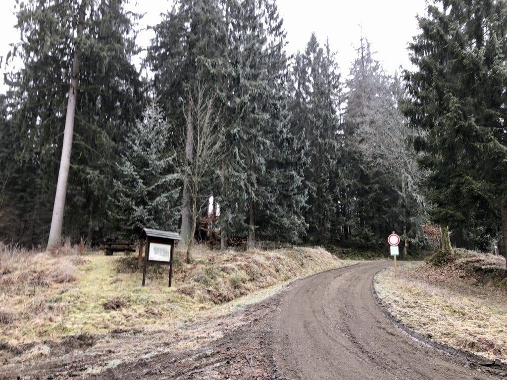 Am Startpunkt der Rundwanderung im Harz