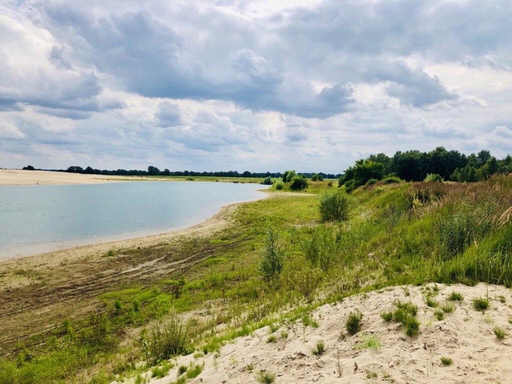 Der Baggersee bei Zweedorf am Elbe-Lübeck-Kanal