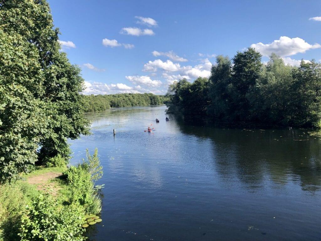 Kayaks auf der Wakenitz bei Lübeck