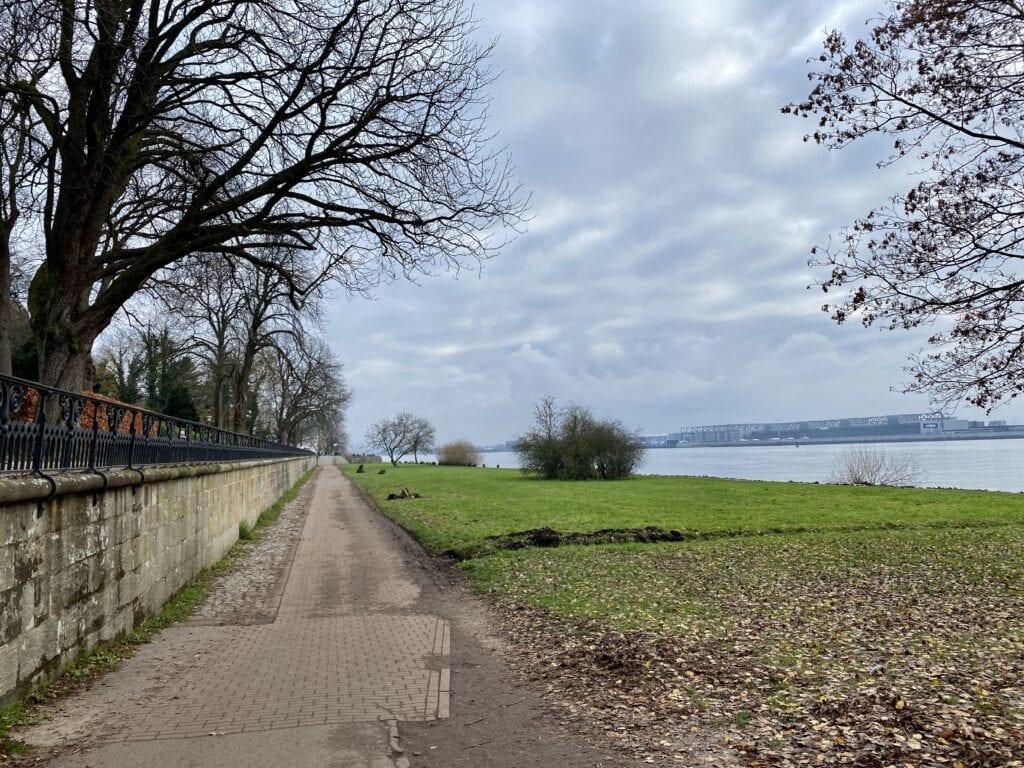 Die Elbe längs - Elbwanderweg in Blankenese