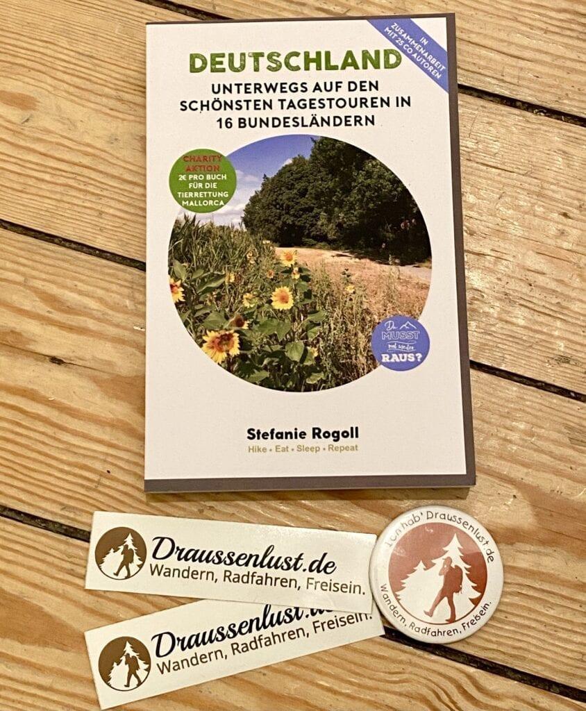 Der Gewinn: 2 x je 1 Buch + Draussenlust-Sticker + Button für Deinen Rucksack