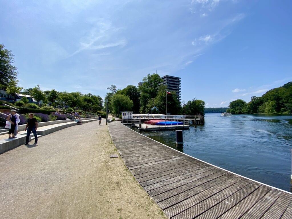 An der Uferpromenade in Bad Malente in Schleswig-Holstein