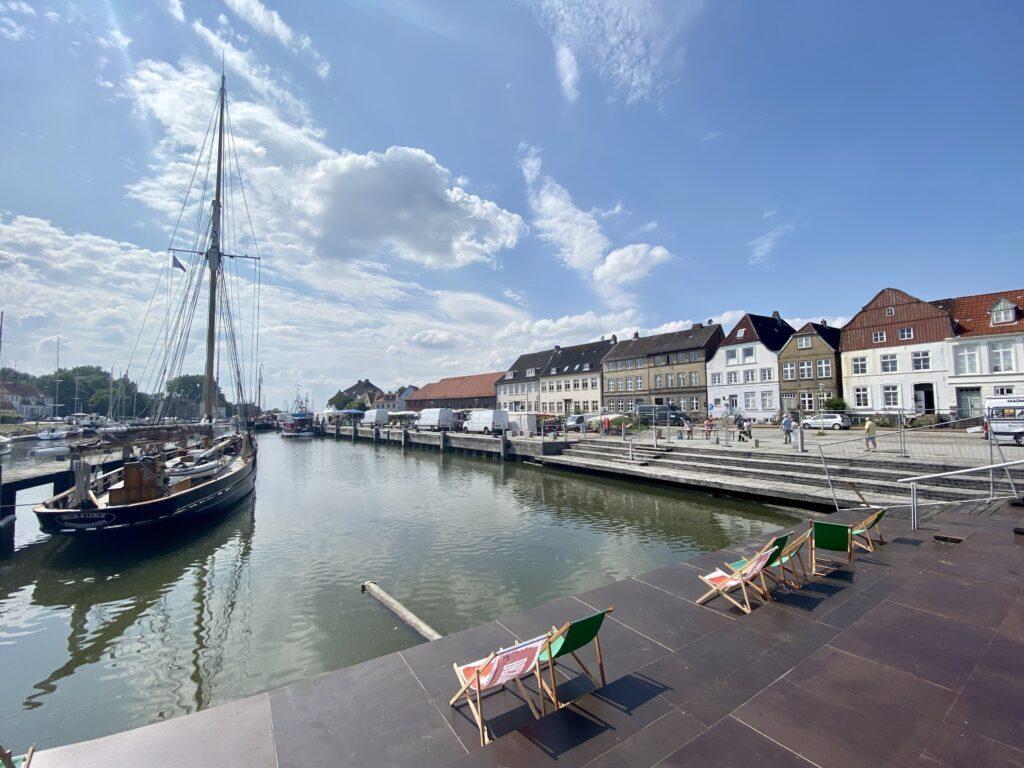 Im Hafen von Glückstadt in Schleswig-Holstein